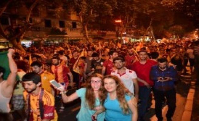 Adana'da Şampiyonluk Kutlaması