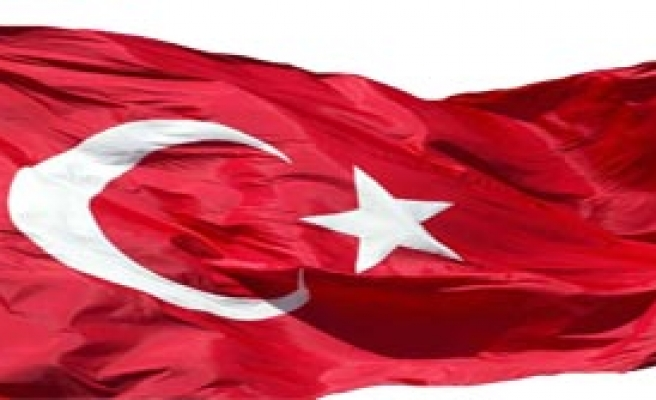 Türk Bayrağını İndirdiler Yırttılar!