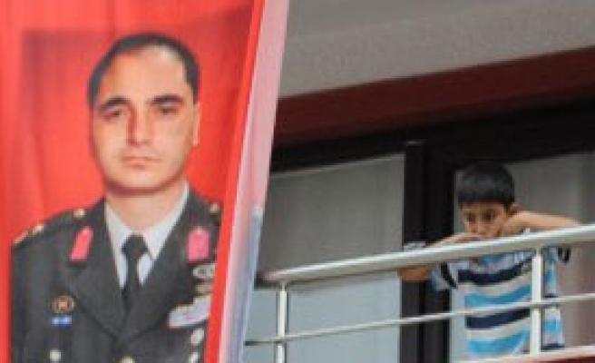 Müezzinoğlu, Şehit Yarbay'ın Ailesini Ziyaret Etti