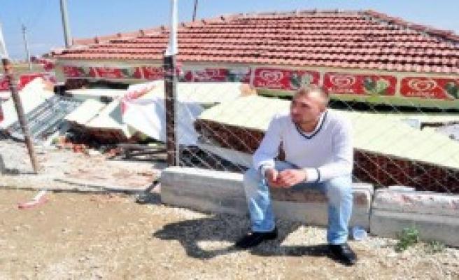 Afyonkarahisar'da Tek Katlı Market Çöktü