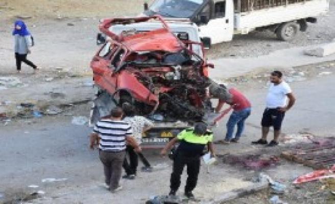 Ağaca Çarpan Otomobil Takla Attı