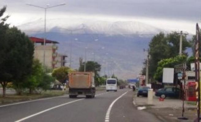 Ağrı Dağı'nın Zirvesi Beyazlaşıyor