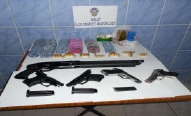 Ahlat'ta Uyuşturucu Operasyonu: 4 Gözaltı