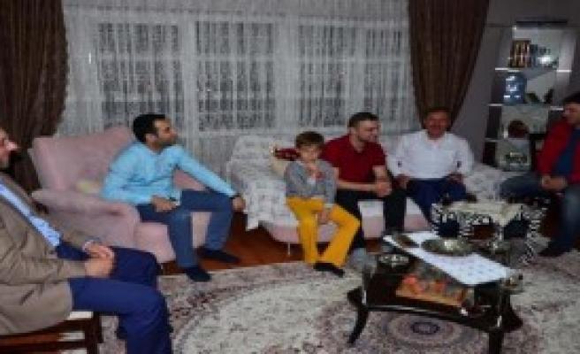 AK Partili Özdağ'dan O İşçiye İş Sözü
