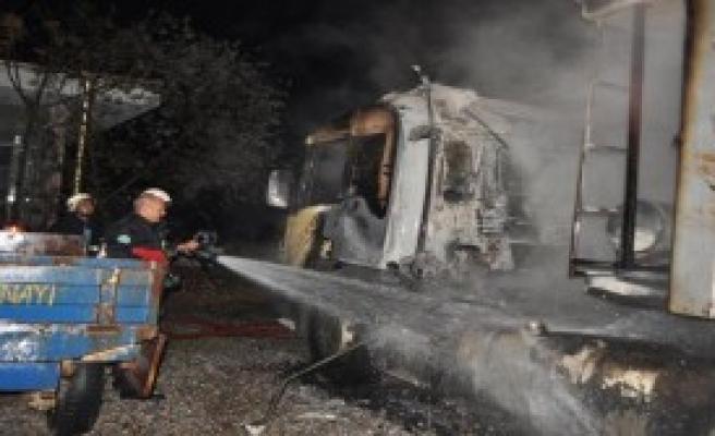 Akaryakıt İstasyonundaki  Yangını Korkuttu