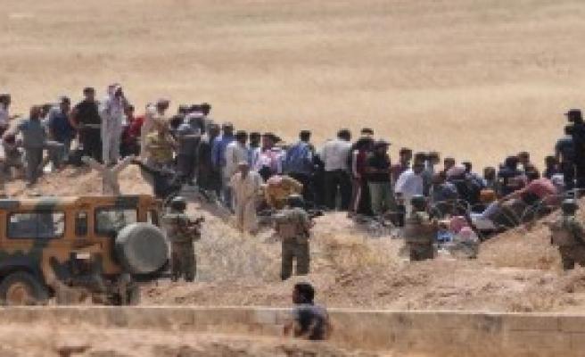 2 Bin 500 Suriyeli Sınırda Bekliyor