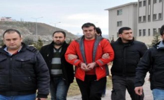 Akli Dengesi Bozuk Kişiyle İlişkiye Girince Tutuklandı