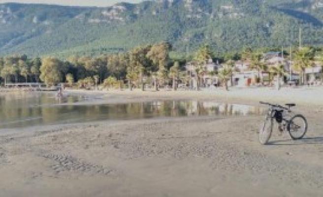 Akyaka'da Deniz Çekildi