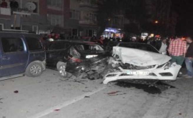 Alkollü Sürücü 6 Otomobile Çarptı