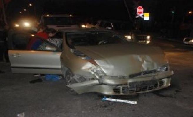 Alkollü Sürücü Işık İhlali Yaptı: 3 Yaralı