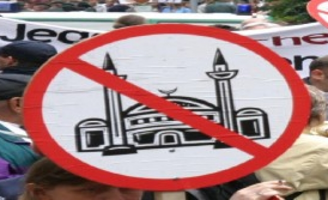 Ezan Ve Minarelere Yasak İstiyor