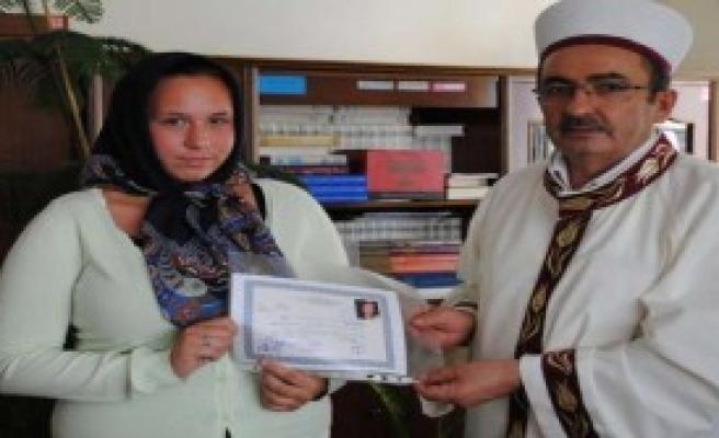 Alman Genç Kız Müslümanlığı Seçti