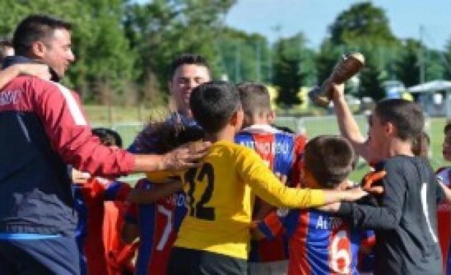 Altınordulu Gençler Kupaları Topladı