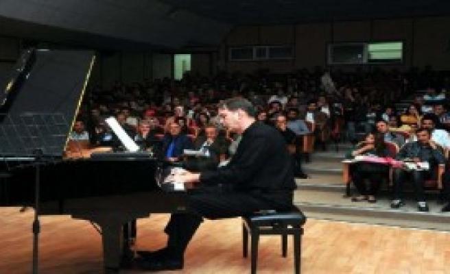 Amerikalı Piyanistten YYÜ'de Konser