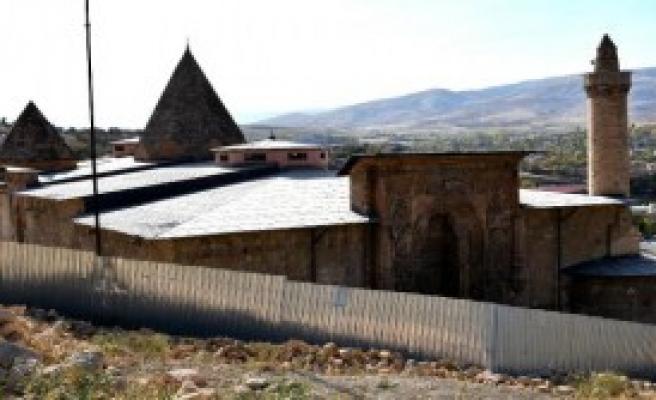 Ulu Camii'de Restorasyon Sürüyor