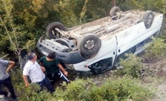 Andırın'da Minibüs Şarampole Devrildi: 14 Yaralı