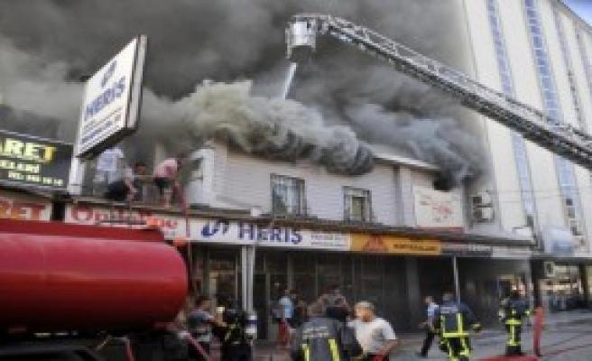 Antalya Sanayi Sitesi'nde 10 İşyeri Yandı