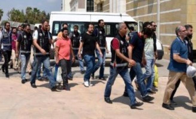Antalya'da 'Ağabeyler'den 33'ü Tutuklandı