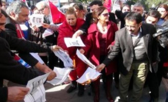 Antalya'daki Memurlar da Bordro Yaktı
