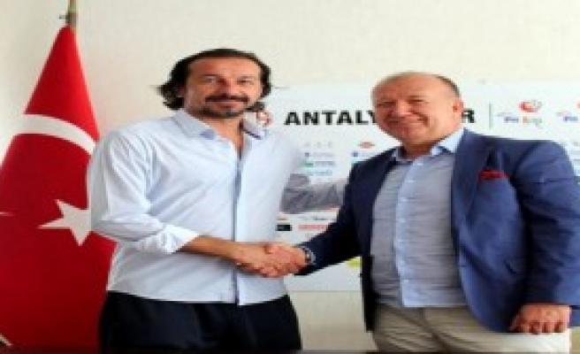 Antalyaspor'dan Yusuf Şimşek'le 3 Yıllık Sözleşme