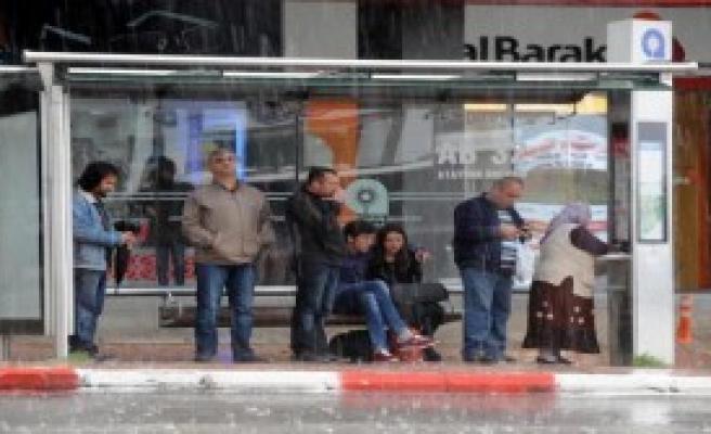 Antalya'da Yağmurla ve Dolu Etkili Oldu