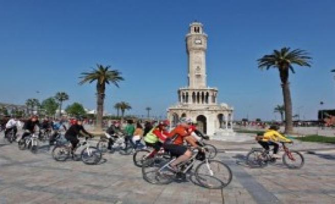 Antik Kent Bisikletçileri İzmir'den Start Verdi