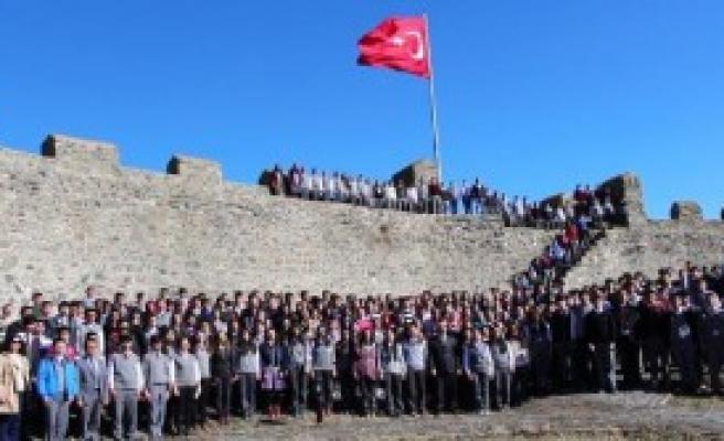Ardahan'da 369 Öğrenciyle İstiklal Marşı Klibi