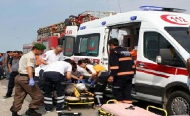 Askeri Kamyonet Yoldan Çıktı: 1 Ölü, 4 Yaralı