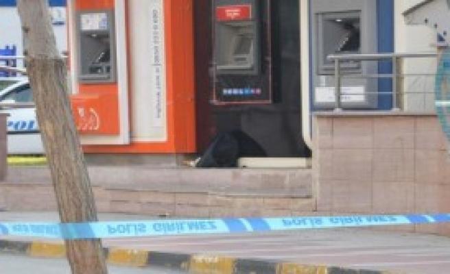 ATM Önüne Bırakılan Çanta Korkuttu