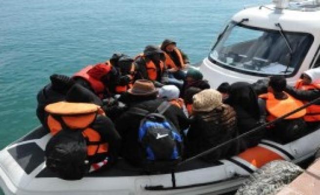 Ayvacık'ta 51 Mülteci Yakalandı