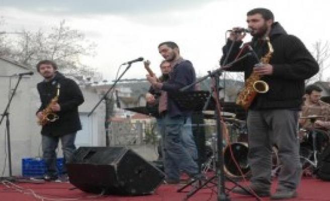 Ayvalık'ın Gezi Parkı Törenle Açıldı