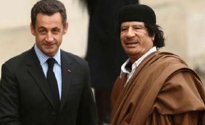 Sarkozy'yi Bu Skandallar Bitirdi
