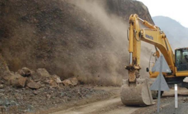 HES İnşaatında Toprak Kayması: 4 Ölü