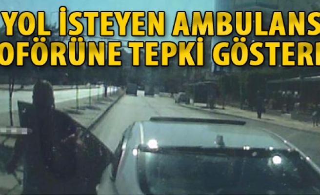 Yol İsteyen Ambulans Şoförüne Tepki Gösterdi