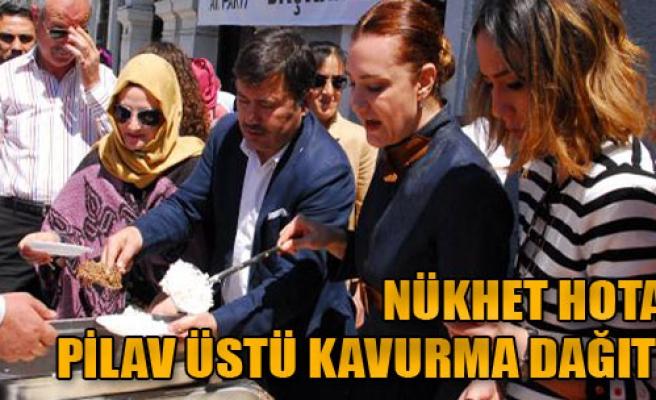 Hotar İzmir'de Pilav Üstü Kavurma Dağıttı