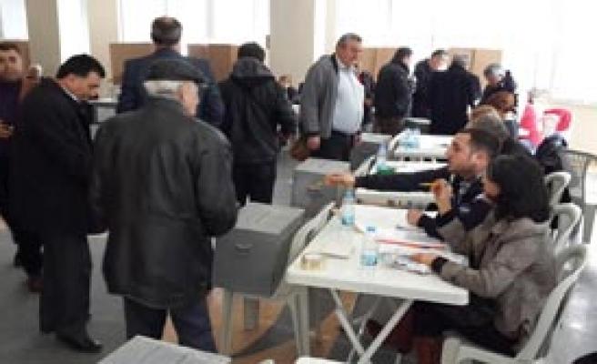 CHP'de Üyeler Sandık Başına Gitti