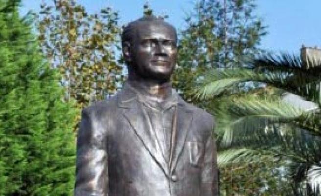Atatürk Heykeli Tartışma Yarattı