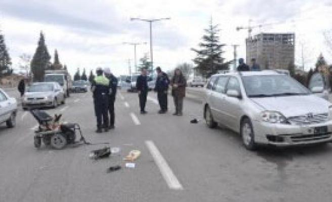 Otomobil, Engeli Aracına Çarptı: 1 Yaralı