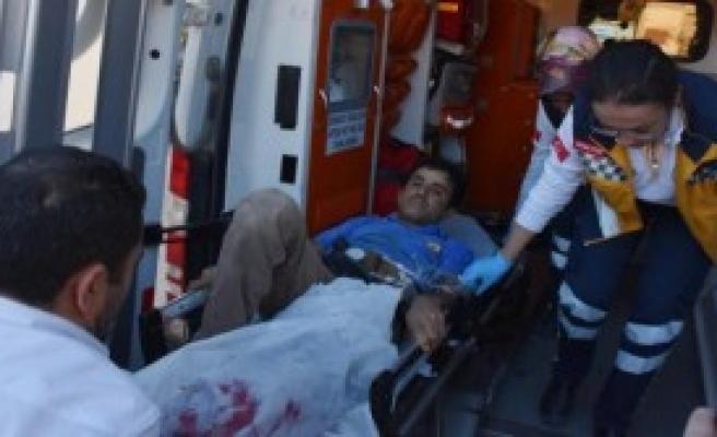 Bacağını Makineyi Kaptırıp Yaralandı