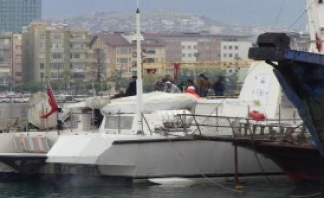 Balıkçı Teknesinde 47 Kaçak Yakalandı