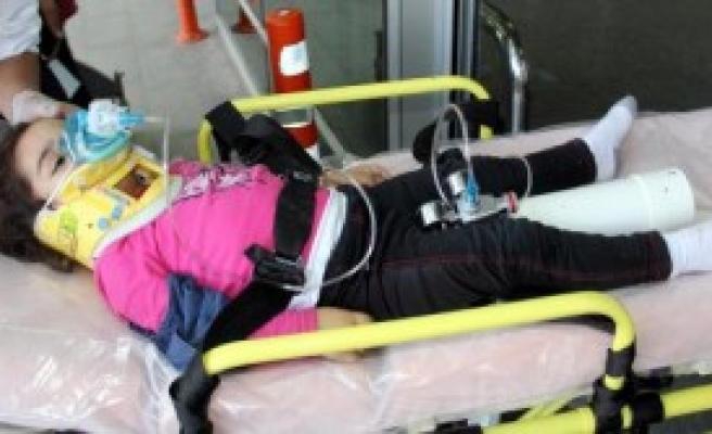 Balkondan Düşen Çocuk Yaralandı