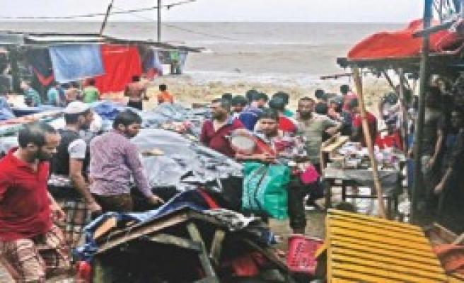 Bangladeş'i Kasırga Vurdu