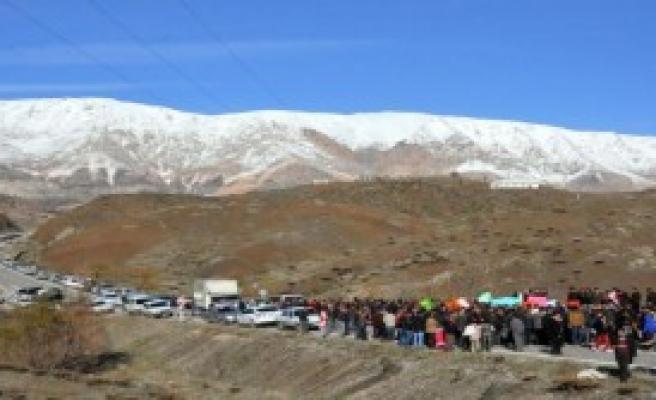 Baraj Protestosunda Yol Kapattılar