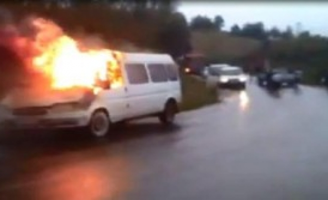 Minübüste Yangın Paniği