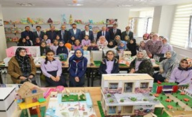 Okullara 'Türkçe Sokağı' Kuruyor