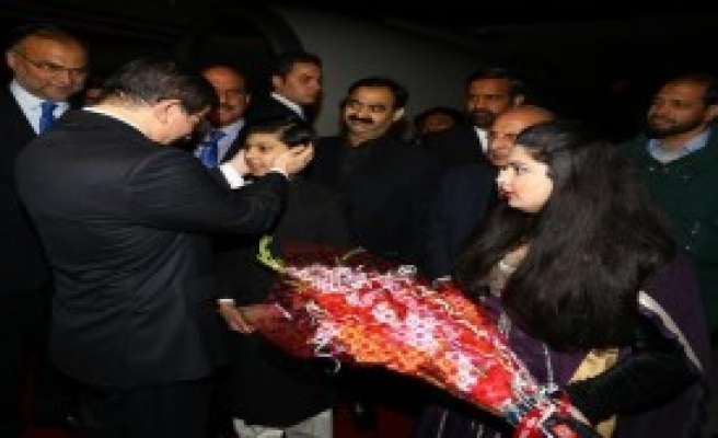 Pakistan'da Resmi Törenle Karşılandı