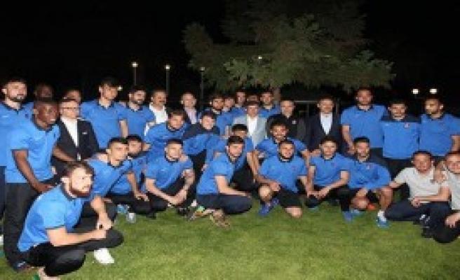 Davutoğlu, Trabzonspor'u Ziyaret Etti