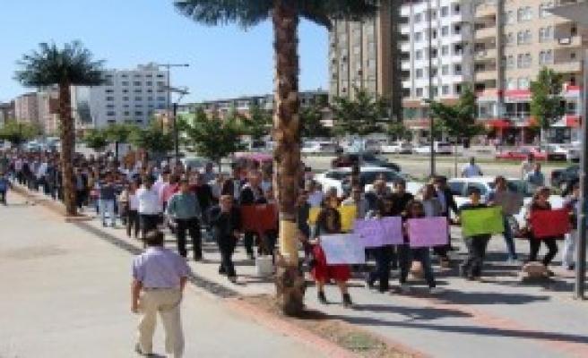 Batman'da 500 Öğretmenden Protesto Yürüyüşü