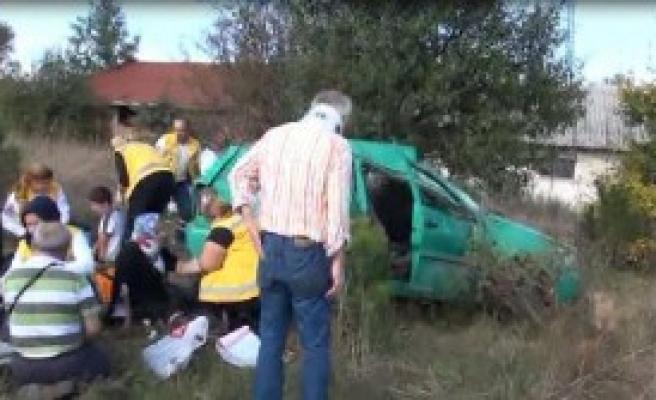 TEM Otoyolu'nda Can Pazarı: 5 Yaralı