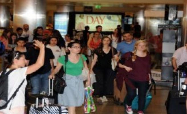 Atatürk Havalimanı'nda Rekor Bekleniyor